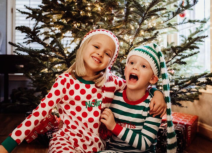 https://purewows3.imgix.net/images/articles/2020_11/best-christmas-songs-for-kids.jpg?auto=format,compress&cs=strip