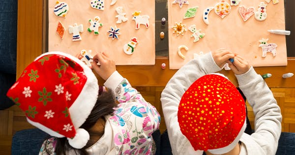 20 Christmas Crafts for Toddlers That They Can Actually Do