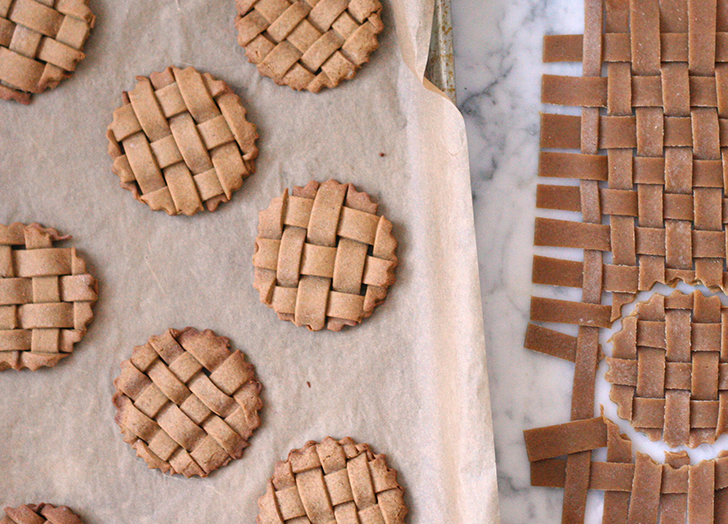 Lattice gingerbread cookies
