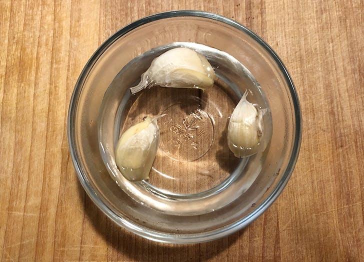 garlic peeling trick boiling water