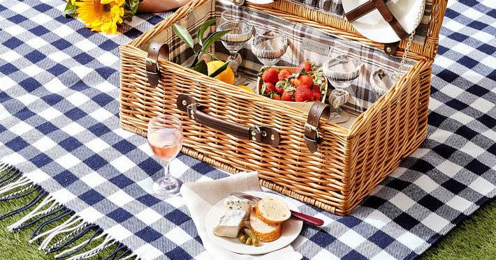 The 10 Best Picnic Blankets for Any Outdoor Adventure