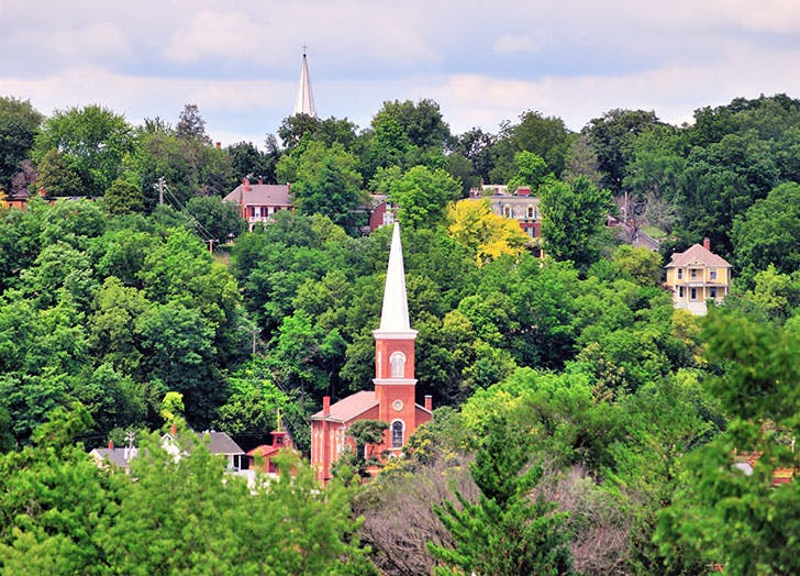 charming small towns in illinois cat1