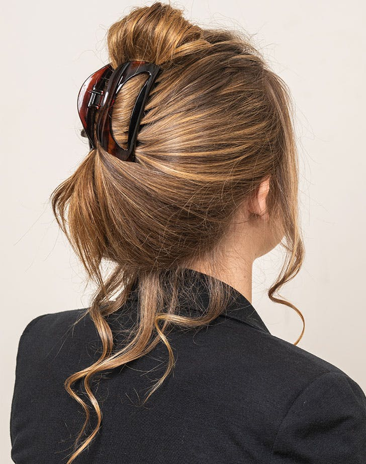 claw clip hairstyles tousled do