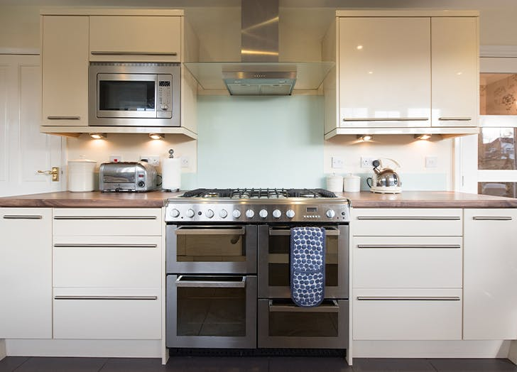 How to Clean an Oven Using 3 Different Methods
