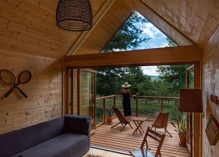 Glamping New York Eastwind Hotel   Bar