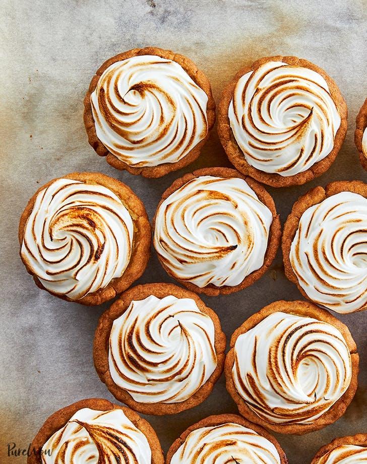 postres ricos en proteínas molde para muffins receta de tartaletas de merengue de limón
