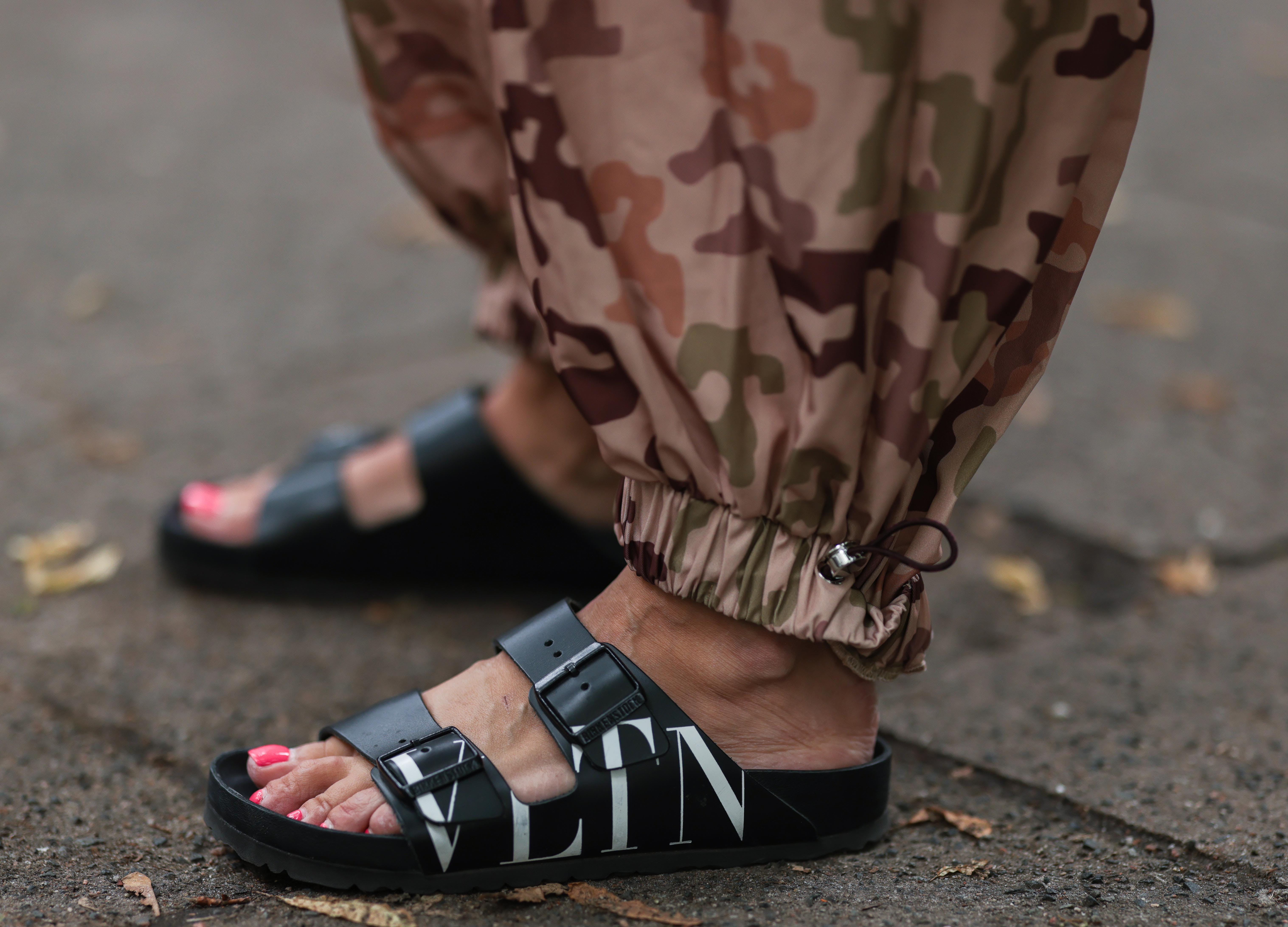summer fashion trends los angeles sandals