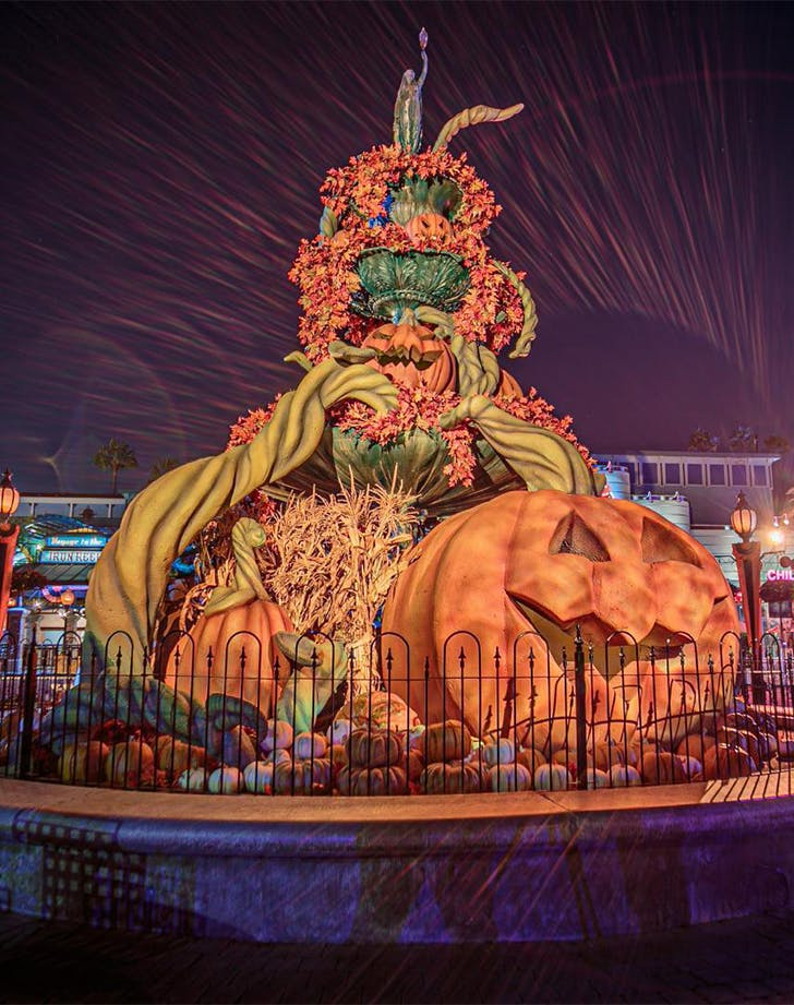 halloween theme parks Knott s Berry Farm